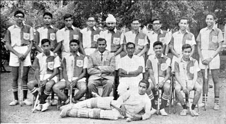Photo 1- 1967-68 Team